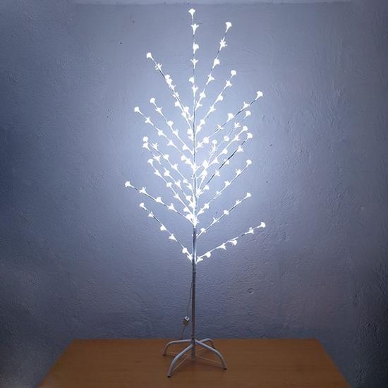 bqlo-sveteshto-durvo-beli-lampi-150